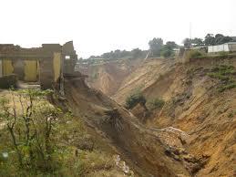 Têtes d'érosion menaçant le site du CREN & CGEA à Kinshasa (Ph. Radio Okapi)