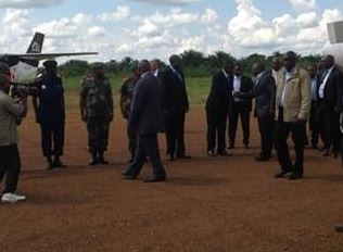 Joseph Kabila accueilli à l'aéroport de Mavivi/Beni (Ph. Kemal M.)