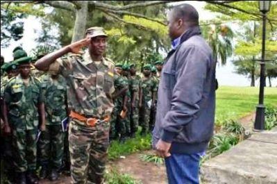 Mamadou Ndala recevant les félicitations de Joseph kabila, après la chute du M23 (Ph. Tiers)