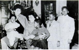 Mme Nkruma et les enfants Lumumba (Ph.Tiers)