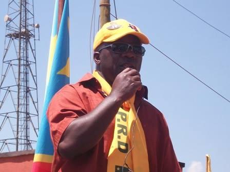 Kakolele, vêtu en couleurs du PPRD lors de la campagne électorale de 2011. (Ph. Tiers)